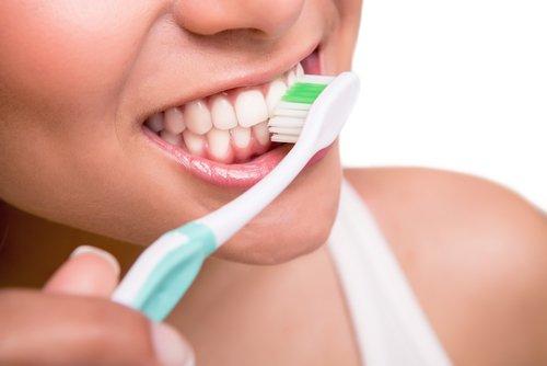 4 recomendaciones al cepillarse los dientes